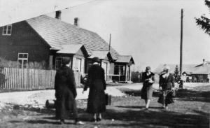 Alti-Hinnoberti poodide juures Pärtlimäel oodati omnibussi